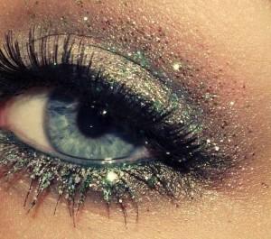 Gri-Simli-Pullu-Göz-Makyajı-Örneği
