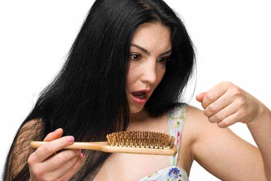 Kadınlarda saç dökülmesine dikkat!