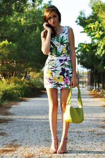5c1cdbb00a949 Askılı-Yeşil-Floral-Desenli-Dar-Mini-Floral-Desenli-Elbise-Mor ...